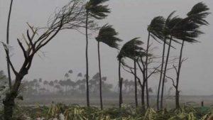 Cyclone Tauktae: गुजरात से मुंबई तक यूं तबाही मचा रहा चक्रवाती तूफान, देखिए तस्वीरें