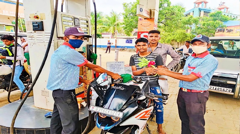 सभी नीरज नाम वालों की हुई चांदी, फ्री में मिला पेट्रोल, कर सकेंगे गिरनार  रोपवे की सैर All Neeraj names are getting free petrol, Girnar ropeway tour  is also free   Money9